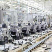 40975421-自動車工場でエンジンの生産のための生産ライン。